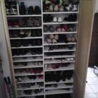 Quand les chaussures de 5 personnes ont leur place dans l'armoire sur mesures de l'entrée, c'est le pied!